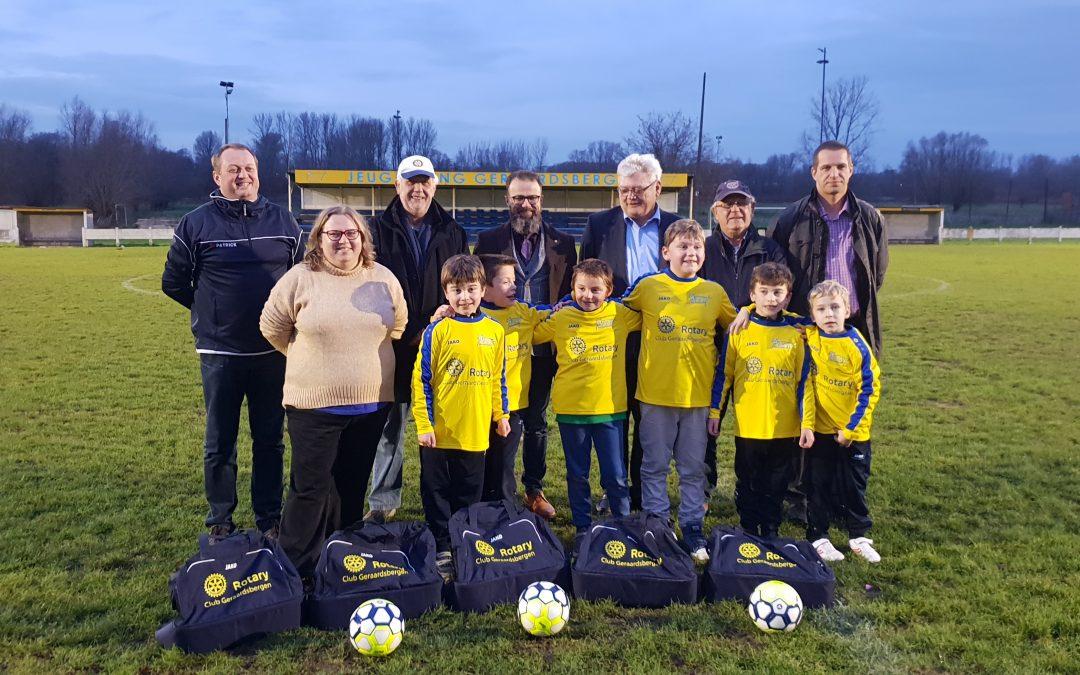 Rotary schenkt sportpakketten aan onze G-voetballers